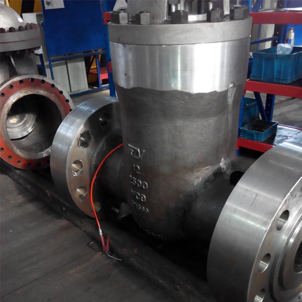 Pressure seal globe valve