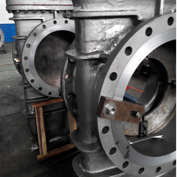 Slab gate valve body