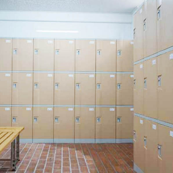 changing-room-lockers