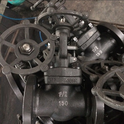 A105 Globe Valve  11/2 Inch 800 LB Flanged Ends Bolted Bonnet