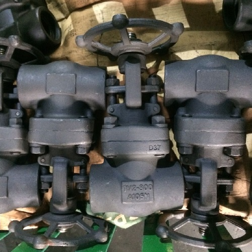 A105N Gate Valve 11/2 Inch 800 LB Screwed Ends Bolted Bonnet